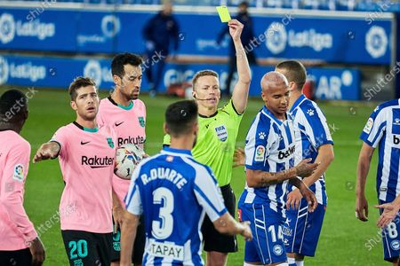 Deyverson Silva Acosta of CD Alavés and Sergio Busquets and Sergi Roberto of FC Barcelona during the spanish league, LaLiga, football match played between CD Alaves v FC Barcelona at Mendizorroza Stadium on October 31, 2020 in Vitoria, Spain.