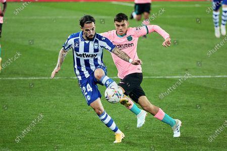 Jota Peleteiro of CD Alaves and Pedri Gonzalez of FC Barcelona during the spanish league, LaLiga, football match played between CD Alaves v FC Barcelona at Mendizorroza Stadium on October 31, 2020 in Vitoria, Spain.