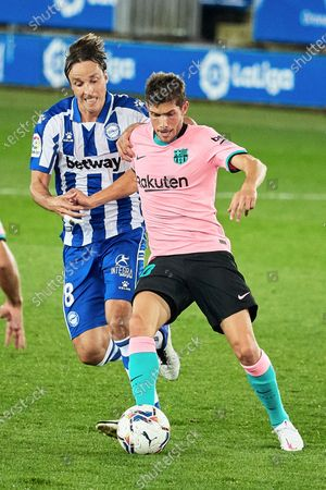 Tomas Pina of CD Alaves and Sergi Roberto of FC Barcelona during the spanish league, LaLiga, football match played between CD Alaves v FC Barcelona at Mendizorroza Stadium on October 31, 2020 in Vitoria, Spain.