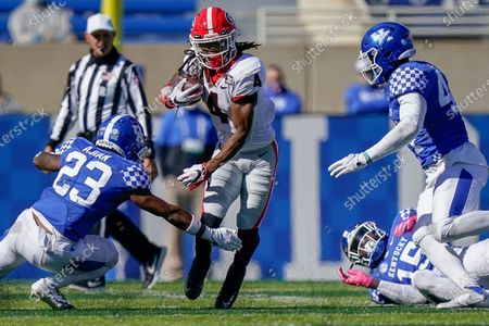 Georgia running back James Cook (4) runs with the ball during the second half of an NCAA college football game, in Lexington, Ky