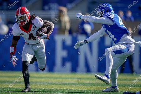 Georgia running back James Cook (4) runs with the ball during the first half of an NCAA college football game against Georgia, in Lexington, Ky