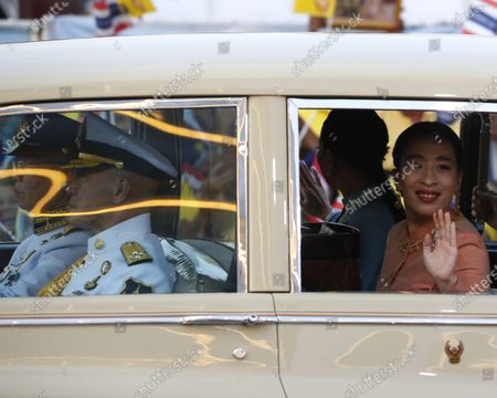 Thai Princess Bajrakitiyabha Mahidol (R) and Princess Sirivannavari Nariratana (2-R) are greeted by supporters as they arrive at the Grand Palace for a Buddhist ceremony for to change of season decoration on the Emerald Buddha statue, in Bangkok, Thailand, 01 November 2020. Royalists gathered to show their support for the Thai King after the pro-democracy protesters held street protests calling for the monarchy reform.