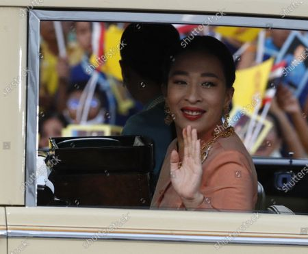 Thai Princess Bajrakitiyabha Mahidol (R) and Princess Sirivannavari Nariratana (L) are greeted by supporters as they arrive at the Grand Palace for a Buddhist ceremony for to change of season decoration on the Emerald Buddha statue, in Bangkok, Thailand, 01 November 2020. Royalists gathered to show their support for the Thai King after the pro-democracy protesters held street protests calling for the monarchy reform.