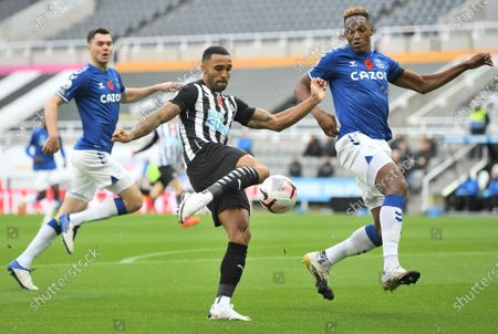 Callum Wilson (L) of Newcastle in action against Yerry Mina of Everton during the English Premier League soccer match between Newcastle United and Everton FC in Newcastle, Britain, 01 November 2020.