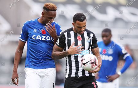 Yerry Mina (L) of Everton talks to Callum Wilson of Newcastle as Wilson prepares to take a penalty during the English Premier League soccer match between Newcastle United and Everton FC in Newcastle, Britain, 01 November 2020.