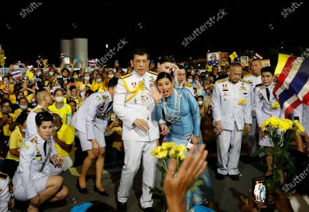 Thai King Maha Vajiralongkorn Bodindradebayavarangkun (L), Thai Princess Sirivannavari Nariratana (C) and Thai Queen Suthida (R) greet royalists during a public appearance of royal family members outside the Grand Palace in Bangkok, Thailand, 01 November 2020. Thousands of royalists gathered to show their support to the Thai King after the pro-democracy protesters held street protests calling for a monarchy reform.