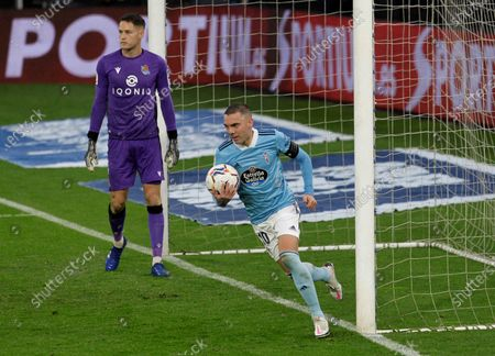 Celta Vigo's Iago Aspas (R) celebrates after scoring from the penalty spot during the Spanish La Liga soccer match between Celta Vigo and Real Sociedad at Balaidos stadium in Vigo, north-western Spain, 01 November 2020.