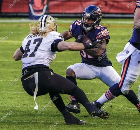 Chicago Bears running back David Montgomery (R) runs the ball on New Orleans Saints middle linebacker Alex Anzalone (L) during the NFL game between the New Orleans Saints and the Chicago Bears at Soldier Field in Chicago, Illinois, USA, 01 November 2020.