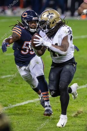 Chicago, Illinois, U.S. - Bears #59 Danny Trevathan chases Saints #41 Alvin Kamara during the NFL Game between the New Orleans Saints and Chicago Bears at Soldier Field in Chicago, IL. Photographer: Mike Wulf
