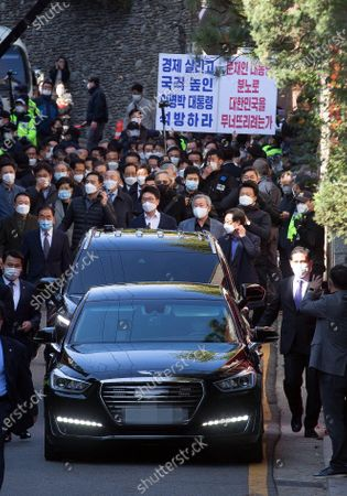 A car carrying former President Lee Myung-bak leaves his house for the Seoul Central Prosecutors Office in Seoul, South Korea, 02 November 2020. The Supreme Court on 29 October upheld a lower court ruling of a 17-year prison term for Lee, who was out on bail, for embezzlement and bribery.