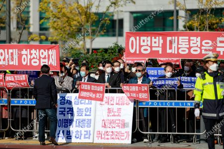 Stock Image of Supporters protesting against former South Korean president Lee Myung-bak's confirmation of his 17-year prison sentence protest in front of the Seoul Eastern Detention Center, which insists on Lee's innocence