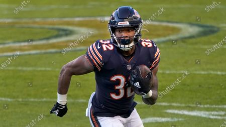 Chicago Bears running back David Montgomery carries the ball during the first half of an NFL football game against the New Orleans Saints in Chicago