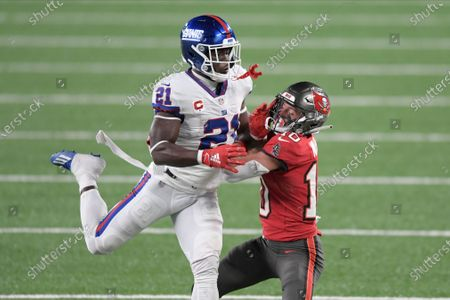 New York Giants' Jabrill Peppers, left, breaks up a pass intended for Tampa Bay Buccaneers' Scott Miller during the second half of an NFL football game, in East Rutherford, N.J