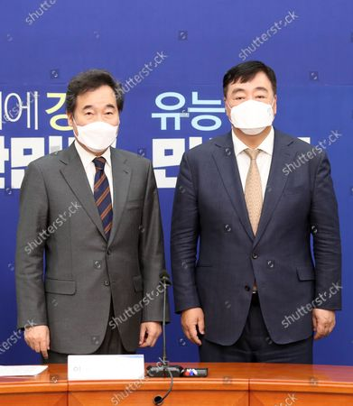 Lee Nak-yon (L), leader of the ruling Democratic Party, poses for a photo with Chinese Ambassador to South Korea Xing Haiming (R) during their meeting at the National Assembly in Seoul, South Korea, 03 November 2020.