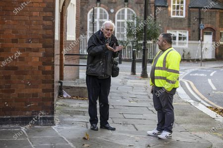 Stock Photo of Dan Cruickshank stages a historians v builders heritage protest at Arnold Circus, London, E2 where local council are rushing through street closure measures with consultation.