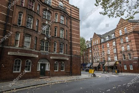 Stock Image of Dan Cruickshank stages a historians v builders heritage protest at Arnold Circus, London, E2 where local council are rushing through street closure measures with consultation.