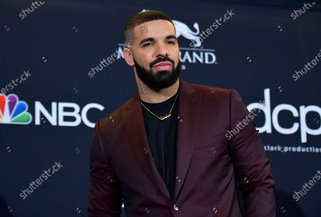 "Drake at the Billboard Music Awards in Las Vegas. Earning his 21st No. 1 hit on Billboard's R&B/Hip-Hop songs chart, Drake has bested a record previously held by icons Aretha Franklin and Stevie Wonder. Drake's ""Laugh Now Cry Later,"" featuring rapper Lil Durk, reached the No. 1 spot on the chart this week. Wonder and Franklin, who died in 2018, each have had 20 songs top the chart"