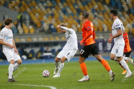 Moenchengladbach's Christoph Kramer celebrates after scoring his side's opening goal during the Champions League, Group B, soccer match between Shakhtar Donetsk and Borussia Moenchengladbach at the Olimpiyskiy Stadium in Kyiv, Ukraine