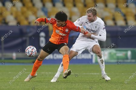 Shakhtar's Taison, left, is challenged by Moenchengladbach's Christoph Kramer during the Champions League, Group B, soccer match between Shakhtar Donetsk and Borussia Moenchengladbach at the Olimpiyskiy Stadium in Kyiv, Ukraine