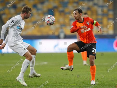 Christoph Kramer  (L) of Borussia Monchengladbach and Alan Patrick  (R) of Shakhtar in action during the UEFA Champions League group B football match between Shakhtar Donetsk and Borussia Monchengladbach at the Olimpiyskiy stadium. (Final score: Shakhtar Donetsk  0-6 borussia mönchengladbach)
