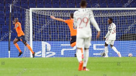 Demba Ba of Istanbul Basaksehir celebrates the opening goal (L)
