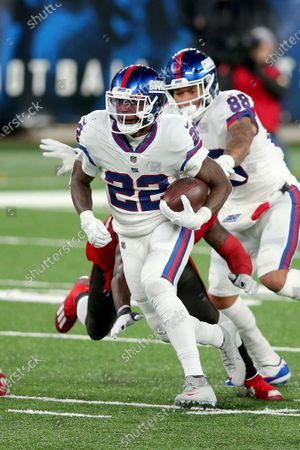 New York Giants running back Wayne Gallman (22) in action against the Tampa Bay Buccaneers during an NFL football game, in East Rutherford, N.J