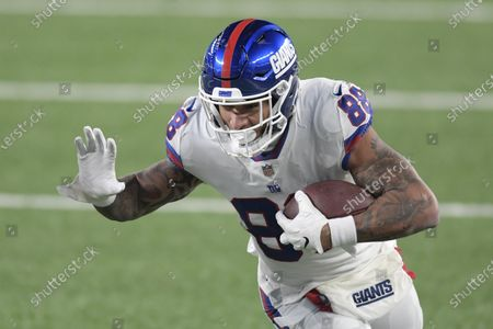 New York Giants tight end Evan Engram (88) runs after catching a pass during the first half of an NFL football game against the Tampa Bay Buccaneers, in East Rutherford, N.J