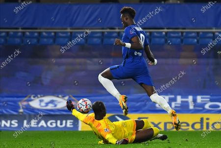Chelsea's Tammy Abraham (up) scores the 3-0 lead against Rennes' goalkeeper Alfred Gomis (bottom) during the UEFA Champions League group E soccer match between Chelsea FC and Stade Rennes in London, Britain, 04 November 2020.
