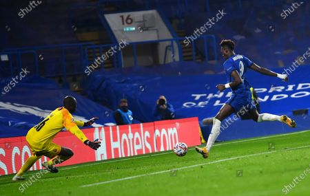 Chelsea's Tammy Abraham (R) scores the 3-0 lead against Rennes' goalkeeper Alfred Gomis (L) during the UEFA Champions League group E soccer match between Chelsea FC and Stade Rennes in London, Britain, 04 November 2020.