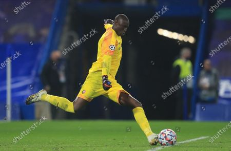 Rennes' goalkeeper Alfred Gomis in action during the UEFA Champions League group E soccer match between Chelsea FC and Stade Rennes in London, Britain, 04 November 2020.