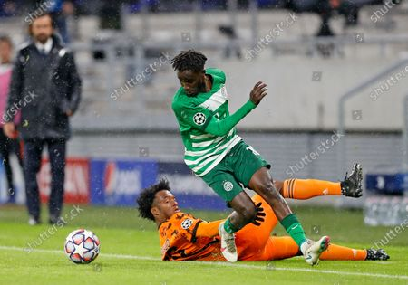 Juventus' Juan Cuadrado slides in to challenge Ferencvaros' Tokmac Nguen during the Champions League Group G soccer match between Ferencvaros and Juventus at the Puskas Arena in Budapest, Hungary