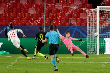 Sevilla's Youssef En-Nesyri, left, scores his side's second goal during the Champions League group E soccer match between Sevilla FC and FC Krasnodar, at the Ramon Sanchez Pizjuan stadium in Seville, Spain