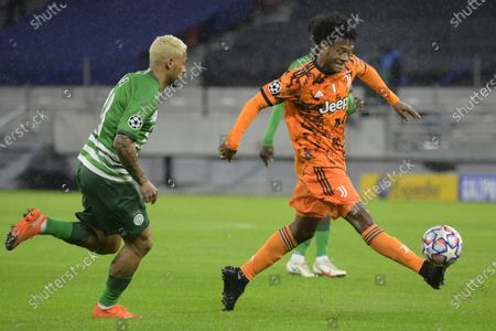 Juventus'  Juan Cuadrado (R) and Ferencvaros' Isael (L) vie for the ball during the UEFA Champions League group G soccer match between Ferencvaros and Juventus FC at the Puskas Ferenc Arena in Budapest, Hungary, 04 November 2020.