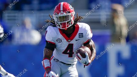 Georgia running back James Cook (4) runs with the ball during an NCAA college football game against Kentucky, in Lexington, Ky