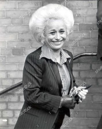 Barbara Windsor - Actress - 1980 Actress Barbara Windsor At St. Paul's Church Covent Garden Attending A Memorial Service For 'carry On' Colleague Hattie Jacques.... Pkt3543-261536