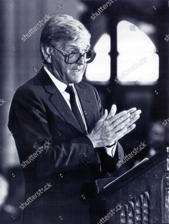 Michael Parkinson Speaks At Russell Harty Memorial Service -blackbrow Cathedral....television Presenter Michael Parkinson (1980 -1989) 1987