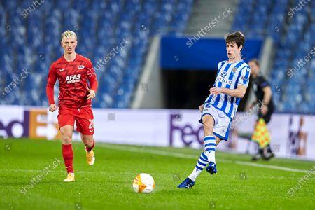 Aritz Elustondo of Real Sociedad and Albert Gudmundsson of AZ Alkmaar