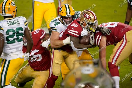 San Francisco 49ers running back Jerick McKinnon (28) runs against Green Bay Packers defensive end Dean Lowry (94) during the first half of an NFL football game in Santa Clara, Calif