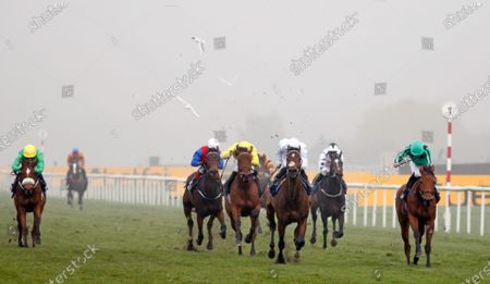 BANNA (right, James Doyle) wins The Betfair Each Way Edge Novice Stakes Doncaster