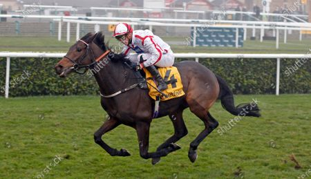 ON TO VICTORY (James Doyle) wins The Betfair November Handicap Doncaster