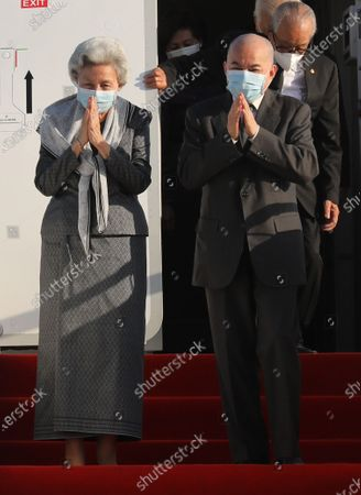 Cambodian King Norodom Sihamoni (R) and his mother Queen Norodom Monineath (L) greet well-wishers as they arrive at Phnom Penh International Airport in Phnom Penh, Cambodia, 07 November 2020. King Norodom Sihamoni and his mother, Queen Norodom Monineath, returned from a health check-up in China.
