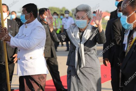 Cambodian Queen mother Norodom Monineath (C) greets well-wishers at Phnom Penh International Airport in Phnom Penh, Cambodia, 07 November 2020. King Norodom Sihamoni and his mother, Queen Norodom Monineath, returned from a health check-up in China.