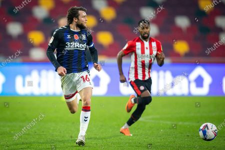Middlesbrough midfielder Jonathan Howson (16) attacks on the right wing during the EFL Sky Bet Championship match between Brentford and Middlesbrough at Brentford Community Stadium, Brentford