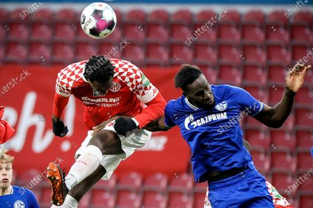 Jean-Philippe Mateta (L) in action against Schalke's Salif Sane (R) during the German Bundesliga soccer match between 1. FSV Mainz 05 and FC Schalke 04 in Mainz, Germany, 07 November 2020.