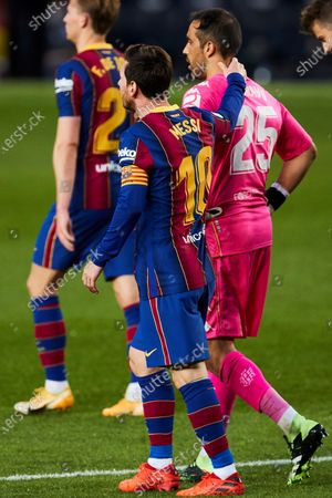 FC Barcelona's striker Lionel Messi (L) and Betis' goalkeeper Claudio Bravo (R) during the Spanish LaLiga soccer match between FC Barcelona and Real Betis held at Camp Nou stadium in Barcelona, Spain, 07 November 2020.