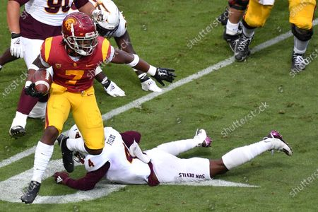 Los Angeles, CA.USC Trojans running back Stephen Carr #7 runs in action during the second quarter the NCAA Football game between the USC Trojans and the Arizona State Sun Devils at the Coliseum in Los Angeles, California