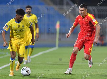 Al-Nassr player Ali Mukhtar (L) in action against Al Quadisiya player Mihai Bordeianu (R) during the Saudi Professional League soccer match between Al Nassr and Al Quadisiya at Prince Faisal bin Fahd Stadium, in Riyadh, Saudi Arabia, 07 November 2020.