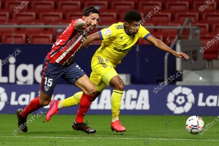 Atletico Madrid's defender Stefan Savic (L) vies for the ball with Cadiz's striker Anthony Lozano (R) during the Spanish LaLiga soccer match between Atletico Madrid and Cadiz CF held at Wanda Metropolitano stadium in Madrid, central Spain, 07 November 2020.