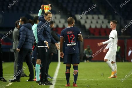Paris Saint Germain head coach Thomas Tuchel (L) speaks with Paris Saint Germain's Rafael (C) during the French soccer Ligue 1 match between Paris Saint Germain (PSG) and Rennes at the Parc des Princes stadium in Paris, France, 07 November 2020.