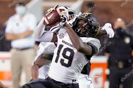 Stock Image of Vanderbilt wide receiver Chris Pierce Jr. (19) pulls down a pass reception against Mississippi State during the second half of an NCAA college football game in Starkville, Miss